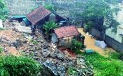 Mưa lớn gây sập kè, phá hỏng nhà dân ở Hạ Long