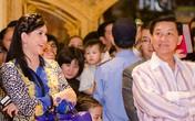 Bố mẹ chồng Hà Tăng sánh đôi xuất hiện ở Hà Nội