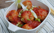 Thịt viên bọc trứng cút sốt cà chua