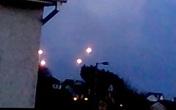 """Cả đàn UFO """"khủng"""" đồng loạt xuất hiện"""