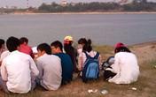Nam sinh tử vong khi chụp ảnh ở bãi đá sông Hồng