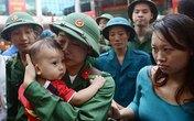 Giây phút xúc động của tân binh Hà Nội ngày nhập ngũ