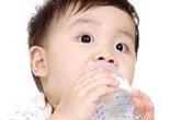 Trẻ uống nước: Dưới 6 tháng không cần