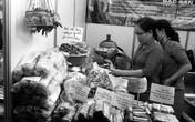 Hội chợ Vàng Tháng khuyến mại: Nhiều gian hàng bán đắt hơn bên ngoài