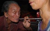 """Bí hiểm thuật dùng ống """"hút"""" bệnh của kỳ nhân 108 tuổi"""
