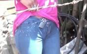 Cô gái trẻ bị người tình già ép đeo ổ khóa trinh tiết để giữ chung thủy