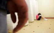 Chồng đánh đập, cưỡng hiếp vợ trước mặt con gái 4 tuổi