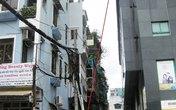 Nhân viên công sở rơi từ nhà cao tầng xuống đất thiệt mạng