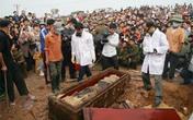 'Biển người' chen chân xem ngôi mộ cổ ở ngoại thành Hà Nội