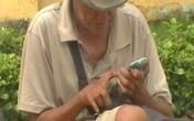 Choáng với ông già ăn xin xài… iPhone