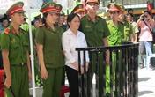 Vợ trung tá CSGT thảm thiết xin mẹ chồng cứu mạng
