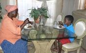Chú rể 8 tuổi và người vợ lục tuần hạnh phúc sau đám cưới
