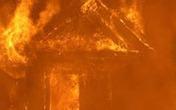 Cãi nhau với vợ, tự tay tưới xăng đốt nhà