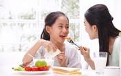 Lưu ý về chế độ ăn uống cho trẻ trong ngày hè