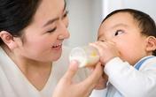 Tập cho bé bú bình nhanh, hiệu quả