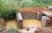 Bé trai 8 tuổi chết thảm dưới hố thoát nước công trình