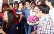 Đan Trường làm tắc nghẽn sân bay Nội Bài