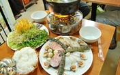Lẩu mắm hải sản thơm nức mũi phố Phan Chu Trinh