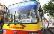 Nam thanh niên lao vào xe buýt, văng xa 10m ở Hà Nội