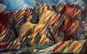 Rặng núi ngũ sắc 24 triệu năm tuyệt đẹp hơn cả photoshop