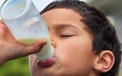 Bé suy dinh dưỡng vì chỉ uống sữa mà không chịu ăn