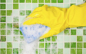 Cách tẩy rửa vết cáu xà phòng trong nhà tắm