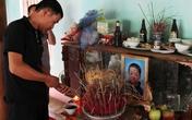 4 đứa trẻ chết gục trong tư thế quỳ