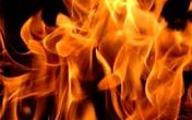 Chồng tẩm xăng đốt vợ vì mâu thuẫn