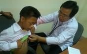 Hàng trăm trẻ em nghèo ở Hà Tĩnh được khám bệnh