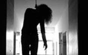 Em gái đi học về phát hiện chị treo cổ tự tử
