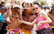 Lý Nhã Kỳ trắng nõn vui đùa cùng thổ dân ở Indonesia