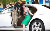 Quỳnh Nga khoe dáng chuẩn bên ô tô 4 tỷ mới mua