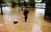 Xót xa trường lớp ngập tràn bùn đất sau lũ lớn