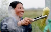 Những phụ nữ bán ngô luộc thu 30 triệu đồng/tháng