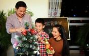 """Kim Hiền đón Noel bình yên bên con trai và """"chồng sắp cưới"""""""