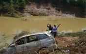 Khởi tố vụ án chiếc xe ô tô bị lũ cuốn trôi