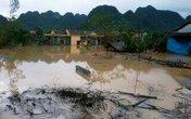 Nước lũ đang nhấn chìm Quảng Bình