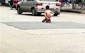 Bé trai 8 tuổi bị bố phạt cởi trần phơi người giữa trời nắng