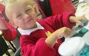 Bé trai 4 tuổi bị bố mẹ bỏ đói đến chết