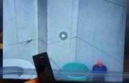"""Nam thanh niên đặt camera siêu nhỏ trong nhà vệ sinh, quay lén đồng nghiệp nữ: Thủ phạm định mua về """"quay trộm cho vui"""""""