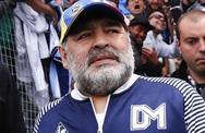 """""""Cậu bé vàng"""" Maradona ngã đập đầu và bị bỏ mặc ba ngày trước khi qua đời?"""