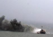 Cháy phà trong vùng biển có bão, hàng trăm người mắc kẹt