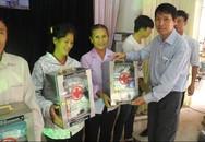 Ngư dân Lộc Hà, Hà Tĩnh xúc động đón nhận tủ thuốc y tế