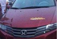 Bé 3 tuổi chết thảm vì bị hiệu trưởng bỏ quên trong ô tô