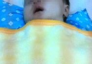 30 giây nhanh trí của bác sĩ trẻ cứu sống bé gái 2 tháng tuổi