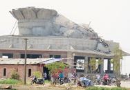 Cận cảnh tượng Phật đầu tiên bị đổ sập khi đang xây dựng