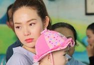 Minh Hằng khóc khi thăm trẻ mồ côi