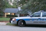 Bé 3 tuổi bị nghi bắn chết em trai một tuổi