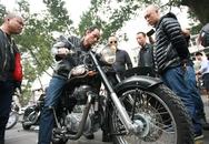 Chiếc mô tô của Trần Lập bị trục trặc bất ngờ nổ máy sát giờ đưa tang