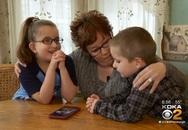 """Thương mẹ bệnh nặng, 2 em nhỏ lên mạng quay video """"xin thận"""" và điều kỳ diệu xuất hiện"""